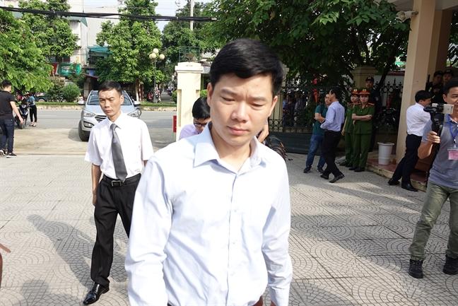 Bac si Hoang Cong Luong nhan muc an 30 thang tu giam ve toi vo y lam chet nguoi