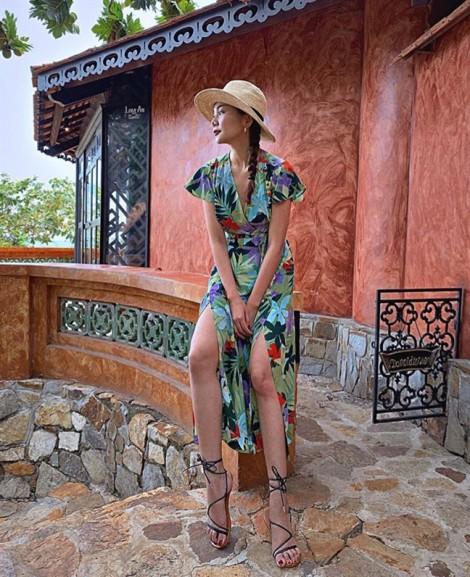 Mỹ nhân Việt lăng xê trang phục họa tiết nhiệt đới