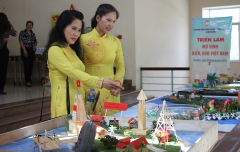 Độc đáo các mô hình biển đảo quê hương từ vật liệu tái chế