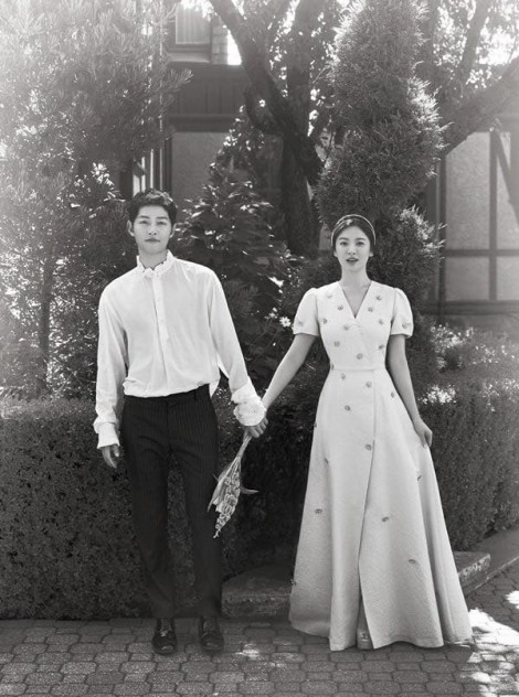 Nhìn lại gu thời trang đơn giản, sang trọng của vợ chồng Song - Song ngày còn mặn nồng