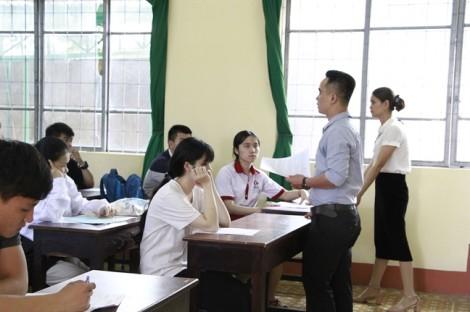 Đắk Lắk: Hai thí sinh bị đình chỉ vì mang điện thoại vào phòng thi