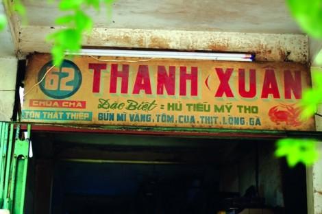 Khám phá nước xốt đặc trưng của quán hủ tiếu Thanh Xuân 75 năm tuổi của Sài Gòn