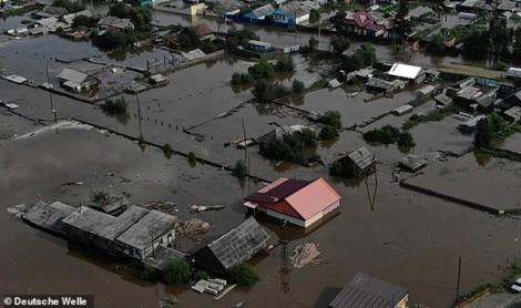 Băng tan và mưa lớn khiến nhiều khu vực ở Nga chìm trong nước lũ