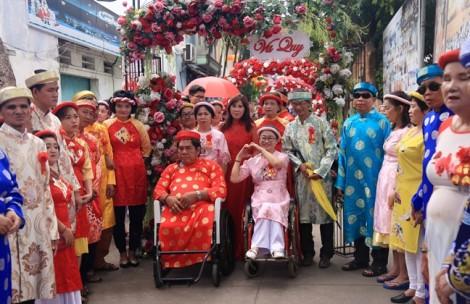 100 cặp đôi khuyết tật ở Bình Dương rạng rỡ niềm vui trong ngày cưới
