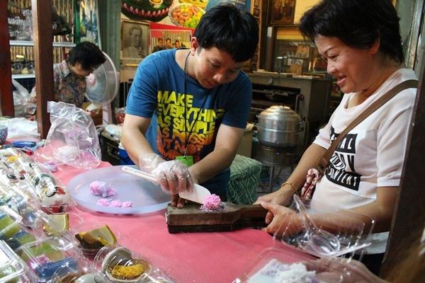 An gi o cho noi Amphawa, Thai Lan?