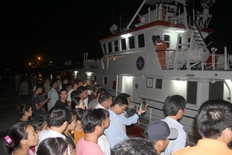Vụ chìm tàu làm 10 ngư dân chết và mất tích: 'Biển dữ rồi, sao con còn chưa về'
