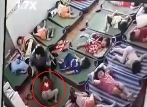 Trẻ không ngủ trưa bị cô giáo ở Lâm Đồng tát chảy máu mũi