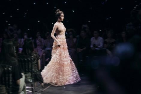 Đỗ Mỹ Linh, Tiểu Vy đọ trình catwalk