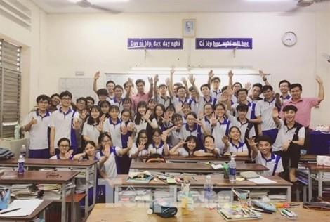 Một lớp học 'siêu giỏi' sở hữu thủ khoa, á khoa và điểm thi thấp nhất 23,2
