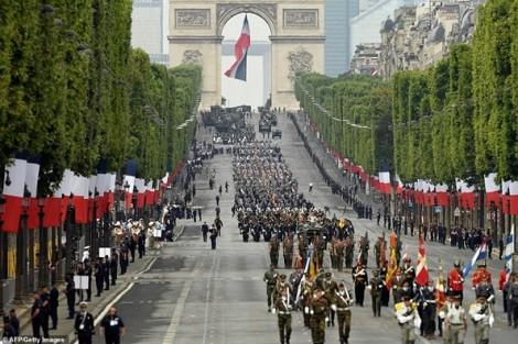 Paris không bình yên trong ngày lễ Quốc khánh Pháp