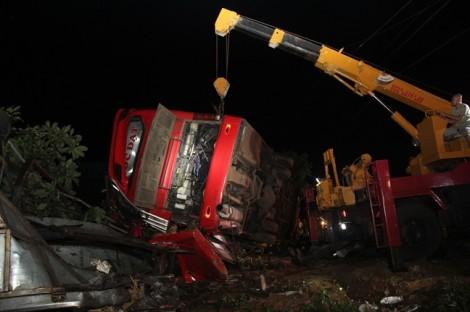 Vụ lật xe gây tai nạn khiến hơn 10 người thương vong, tài xế đã chạy sai lịch trình