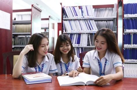 Trường đại học Tài chính Marketing xét 15.5, Đại học Kinh tế - Luật 'chốt' 19 điểm