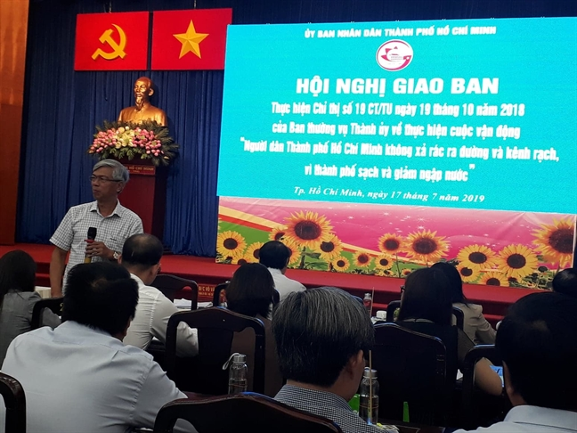 Pho chu tich UBND TP.HCM Vo Van Hoan: 'Len doc bao cao suong la khong duoc dau'
