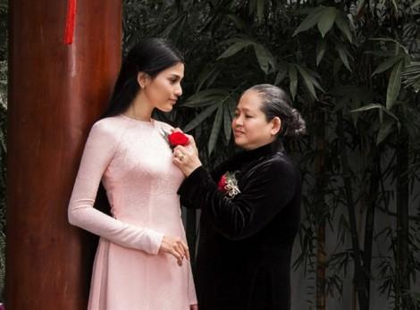 Sáng nay, Á hậu Trương Thị May cùng mẹ đăng ký hiến tạng