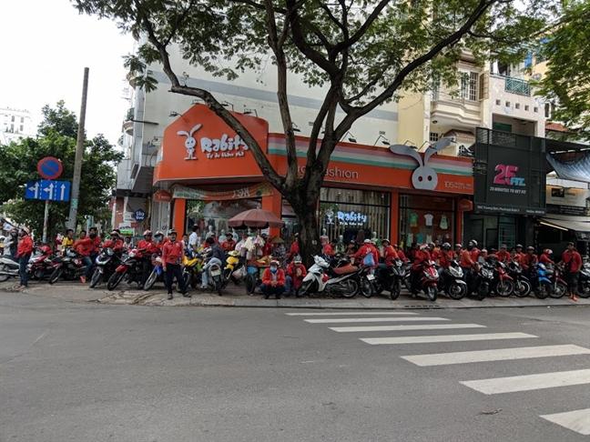 Tai xe Go-Viet 'dinh cong' vi phai 'cay' gap 4 lan binh thuong moi song duoc