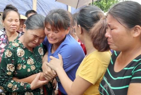 Nước mắt rơi trong tiếng cười ngày trở về của người phụ nữ sau 24 năm bị bán sang Trung Quốc