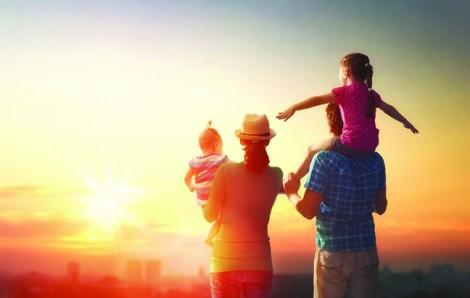 Gửi tiết kiệm hay mua bảo hiểm làm của để giành cho con cái?