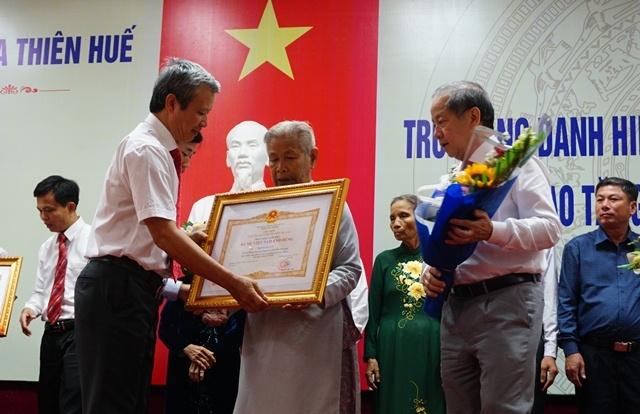 Truy tang danh hieu Ba me Viet Nam Anh hung cho 17 me tai Hue