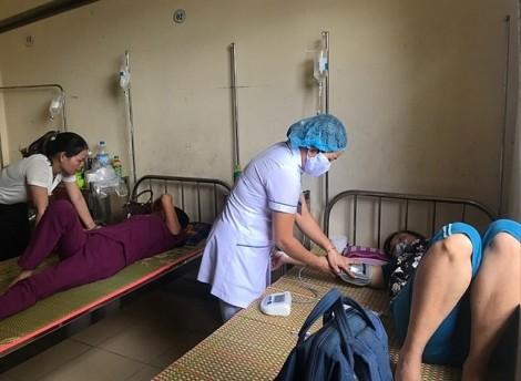 12 người  nhập viện cấp cứu sau tiệc cưới ở nhà hàng Thiên Phú