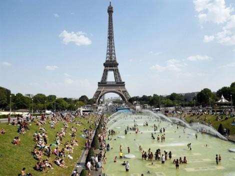 Paris trải qua ngày nóng nhất trong lịch sử