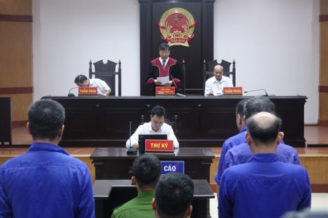 Băng nhóm bảo kê chợ Long Biên nhận mức án thấp hơn đề nghị của viện kiểm sát