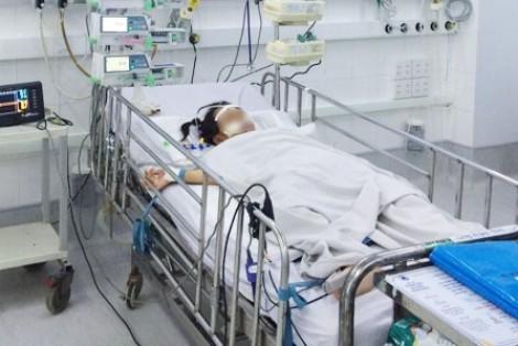 Bác sĩ dùng 'tất cả công lực' đóng cửa tử đưa bé gái trở về