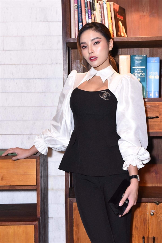 Diep Lam Anh bau bi van du cuoi Dam Thu Trang