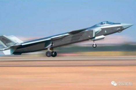 Trung Quốc dùng chiến đấu cơ tàng hình J-20 để 'nhòm ngó' Đài Loan