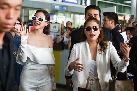 Nữ chính 'Chiếc lá cuốn bay' tới Việt Nam, thay 3 bộ đồ và đi về như cơn gió