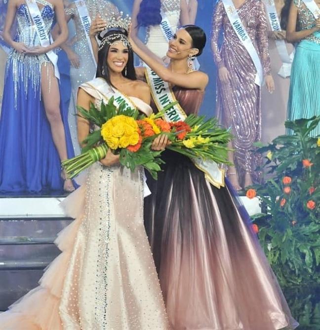 Nhan sac cua co gai 19 tuoi vua dang quang Hoa hau Venezuela