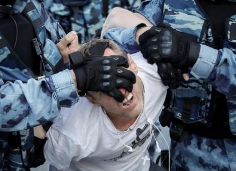 Chùm ảnh trong tuần: Nước Mỹ trải qua một tuần đầy bạo lực súng đạn