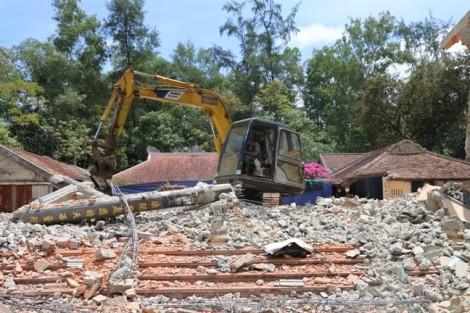 Cận cảnh việc hạ giải chùa Quốc Ân danh tiếng, lâu đời bậc nhất xứ Huế để xây to hơn