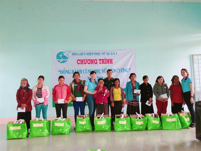 Trao tang phuong tien sinh ke va qua cho hoi vien phu nu Gia Lai