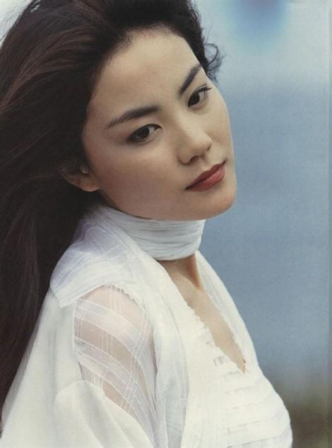 Đường tình duyên, hôn nhân trái ngược của các ngôi sao ca nhạc lừng lẫy châu Á