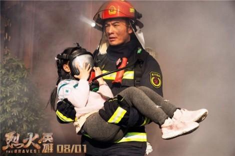Huỳnh Hiểu Minh chỉ mong toàn mạng về với vợ con sau những cảnh quay