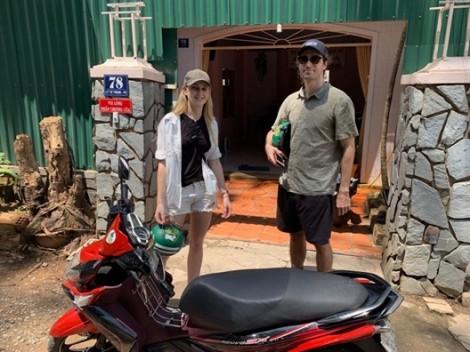 Vì sao khách Tây đến Sài Gòn du lịch lại hay đi xe Nouvo?