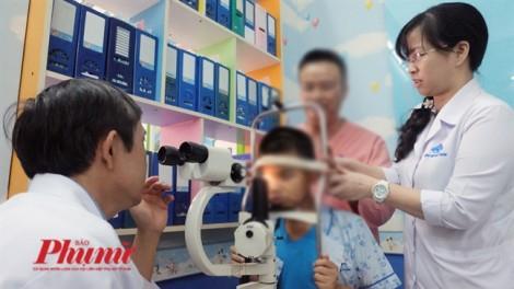 Bác sĩ da liễu suýt mù mắt khi dùng tia laser chữa cho bệnh nhân