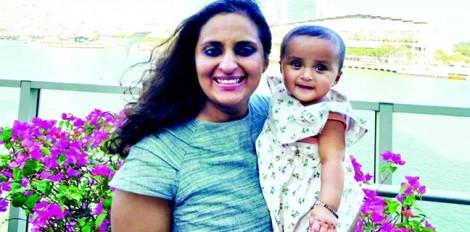 Mẹ, con gái và 28 chuyến bay trong 11 tháng đầu đời
