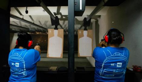 Người Mỹ gốc Tây Ban Nha đổ xô đi học bắn súng