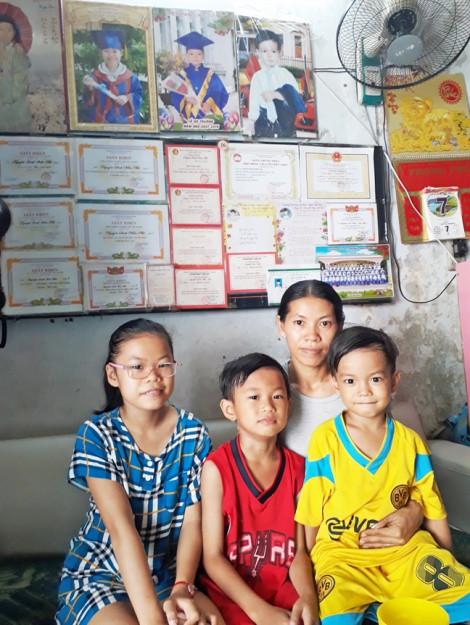 Người mẹ nghèo vẫn quyết cho 3 con theo đuổi con chữ