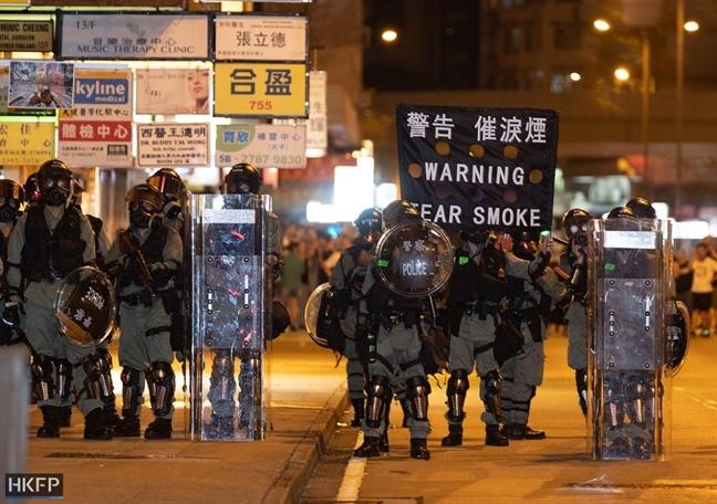 Ty phu giau nhat Hong Kong len tieng keu goi giai phap hoa binh