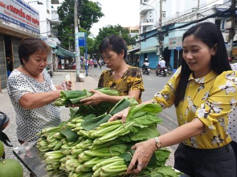 Mang chợ rau sạch về khu phố