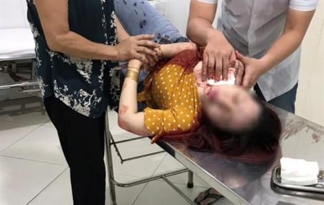 Ra ngoài ăn sáng, người phụ nữ bất ngờ bị đâm nhiều nhát vào cổ