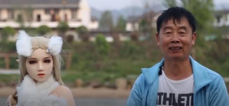 Thiếu phụ nữ, đàn ông Trung Quốc chọn làm bạn cùng… búp bê tình dục