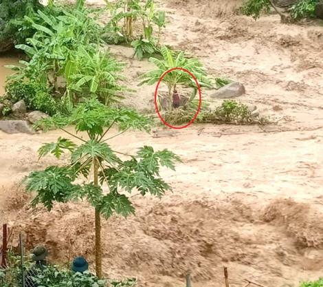 Một phụ nữ mất tích khi ra suối kiểm tra máy phát điện trong mưa