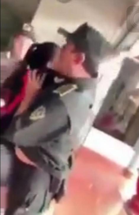 Nữ cán bộ cảnh sát giao thông mạt sát, chửi rủa nhân viên sân bay 'đẻ con dị tật'