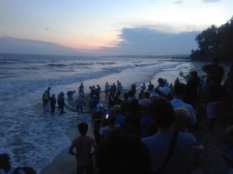 4 thanh niên mất tích khi tắm biển tại Phan Thiết: đã tìm thấy thi thể 2 nạn nhân