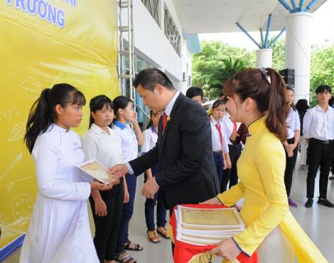Nam Á Bank trao học bổng và tuyên truyền bảo vệ môi trường cho học sinh tỉnh Long An