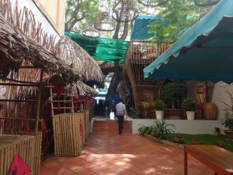 Về bến Ninh Kiều uống 'cà phê tổ chim' trên cây, ngắm sông Hậu