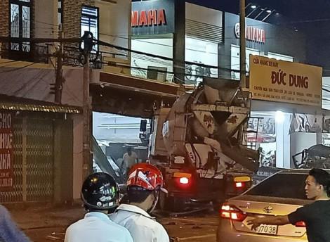 Xe bồn gây tai nạn liên hoàn ở Long An, 4 người thương vong
